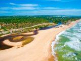 Vôo sobre as Praias da Mata de São João na Bahia