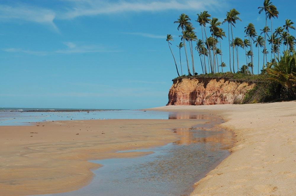 Praia da Barra do Cahy em Prado