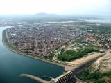 Paulo Afonso esta situada em uma ilha no Rio São Francisco na Bahia