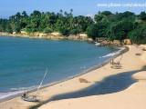 Belezas naturais da Praia de Paracuru atraem famílias e esportistas