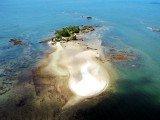 Ilha da Pedra Furada na Costa do Dendê