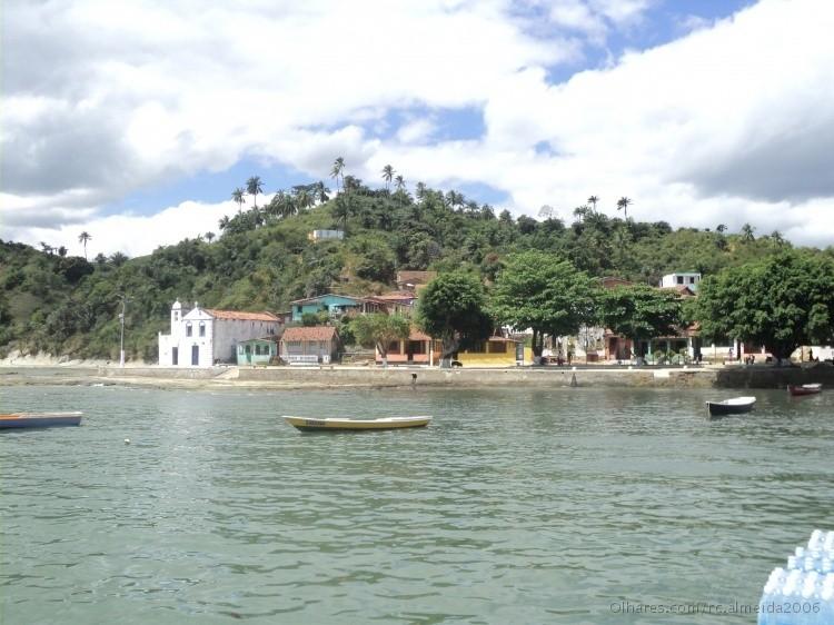 Ilha de Maré é coberta por bananais e cercada de praias e mangues