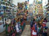 Centro Mestre Noza, exposições de peças para venda em espaço fechado.