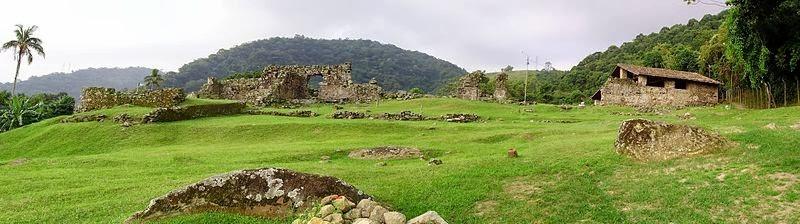 Ruínas do Engenho dos Erasmos. Thiagoavanci, 2009.