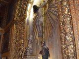 Interior da Capela Dourada crucifixo