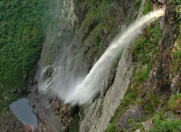 O encanto da Cachoeira da Fumaça e Pai Inácio
