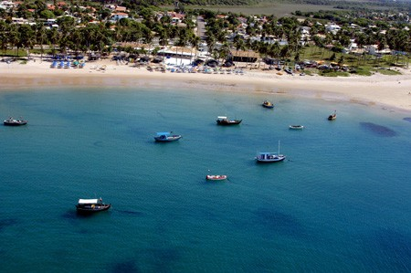 Camaçari com 42 km de praias foram descobertas pelos hippies